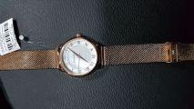Женские часы с перламутром на милановом браслете