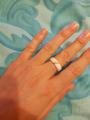 Стильное белое кольцо
