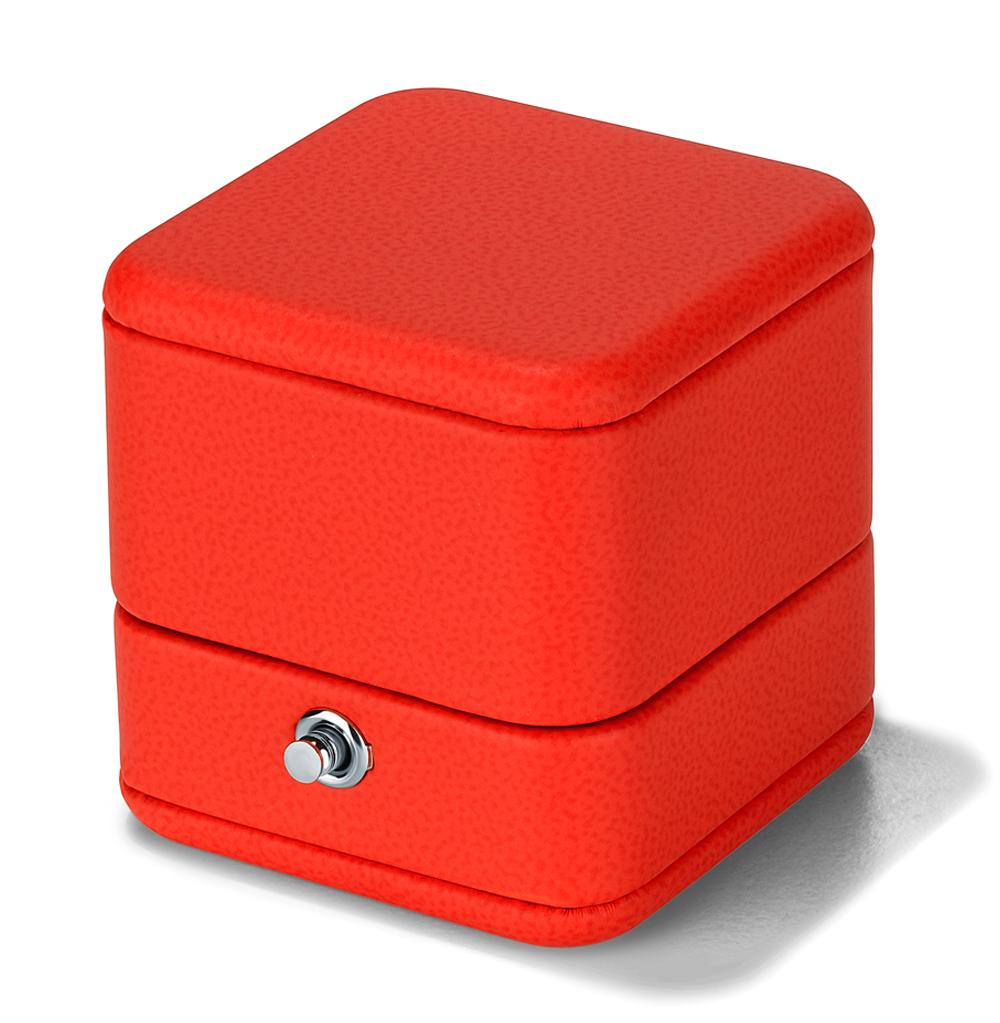 Фото «Коробка с кнопкой для колец»