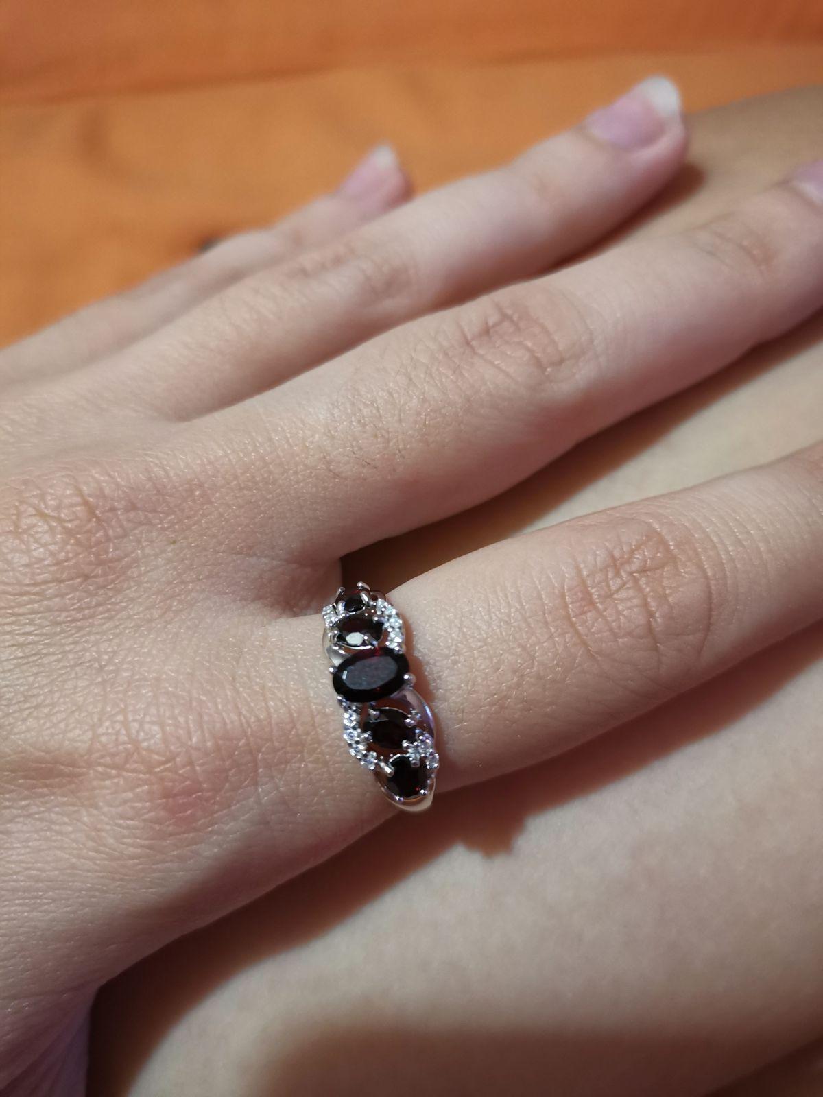 Отличное кольцо с натуральным гранатом. Маленькое и аккуратное