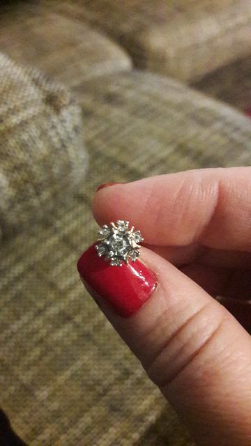 Пусеты с бриллиантами.