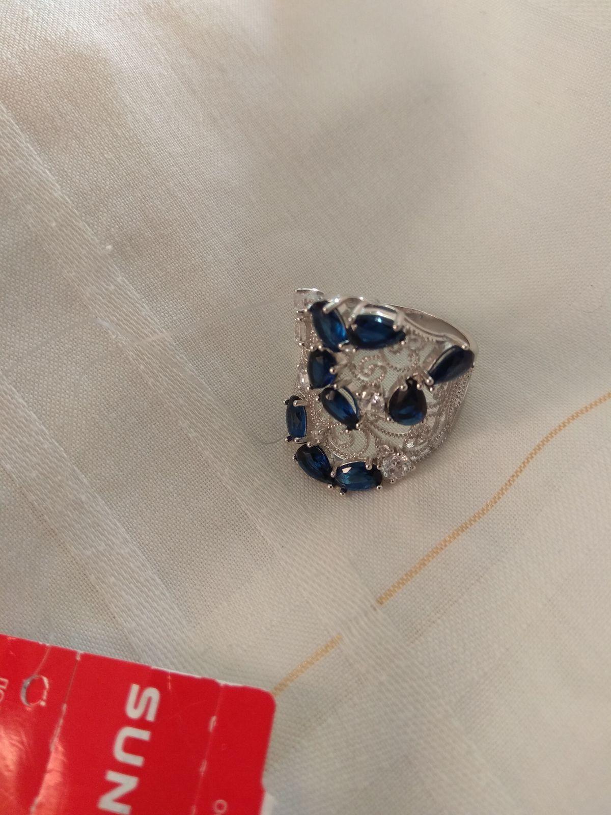 Шикарное кольцо, смотрятся отлично лёгкое!!!!