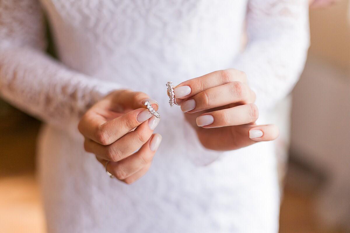 Покупала к свадебному платью )