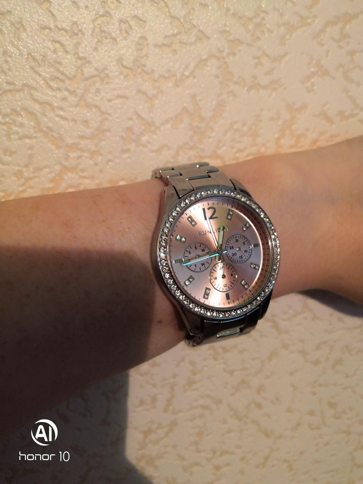 Великолепные часы, ношу уже 4 месяца и не царапины, все работает исправно