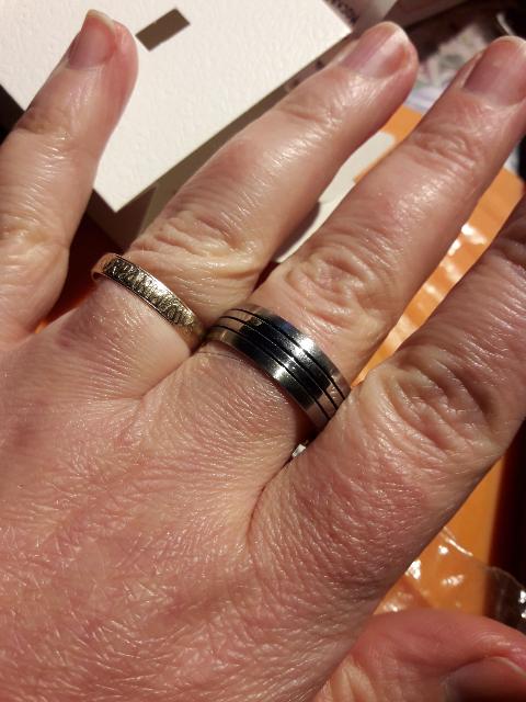 Брутальное кольцо, очень стильное и удоброе.