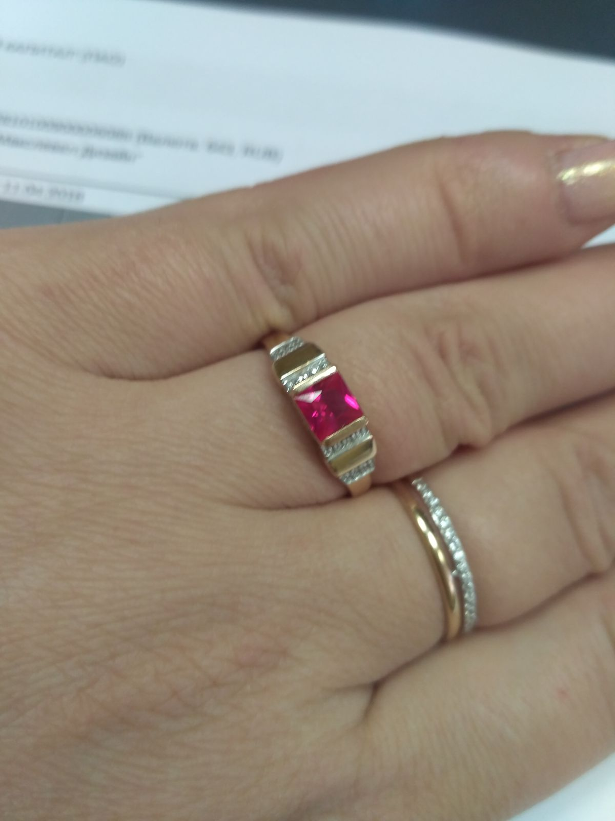 Если хотите украшение с рубином, то эти серьги для вас!