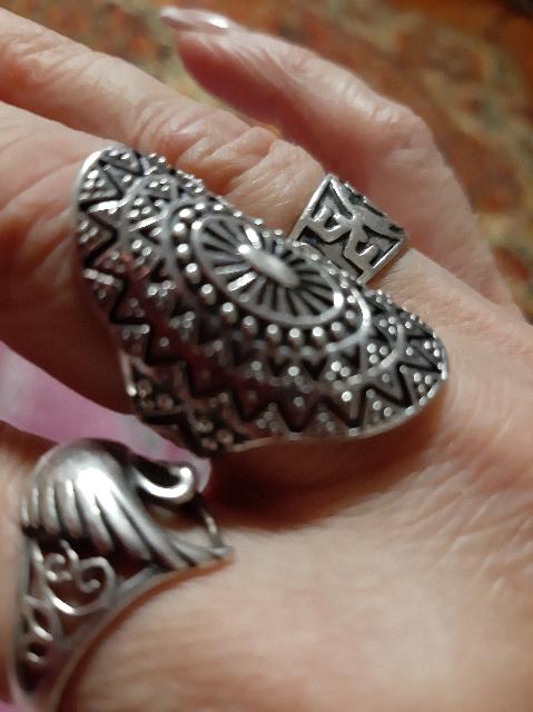 Кольца и браслеты.