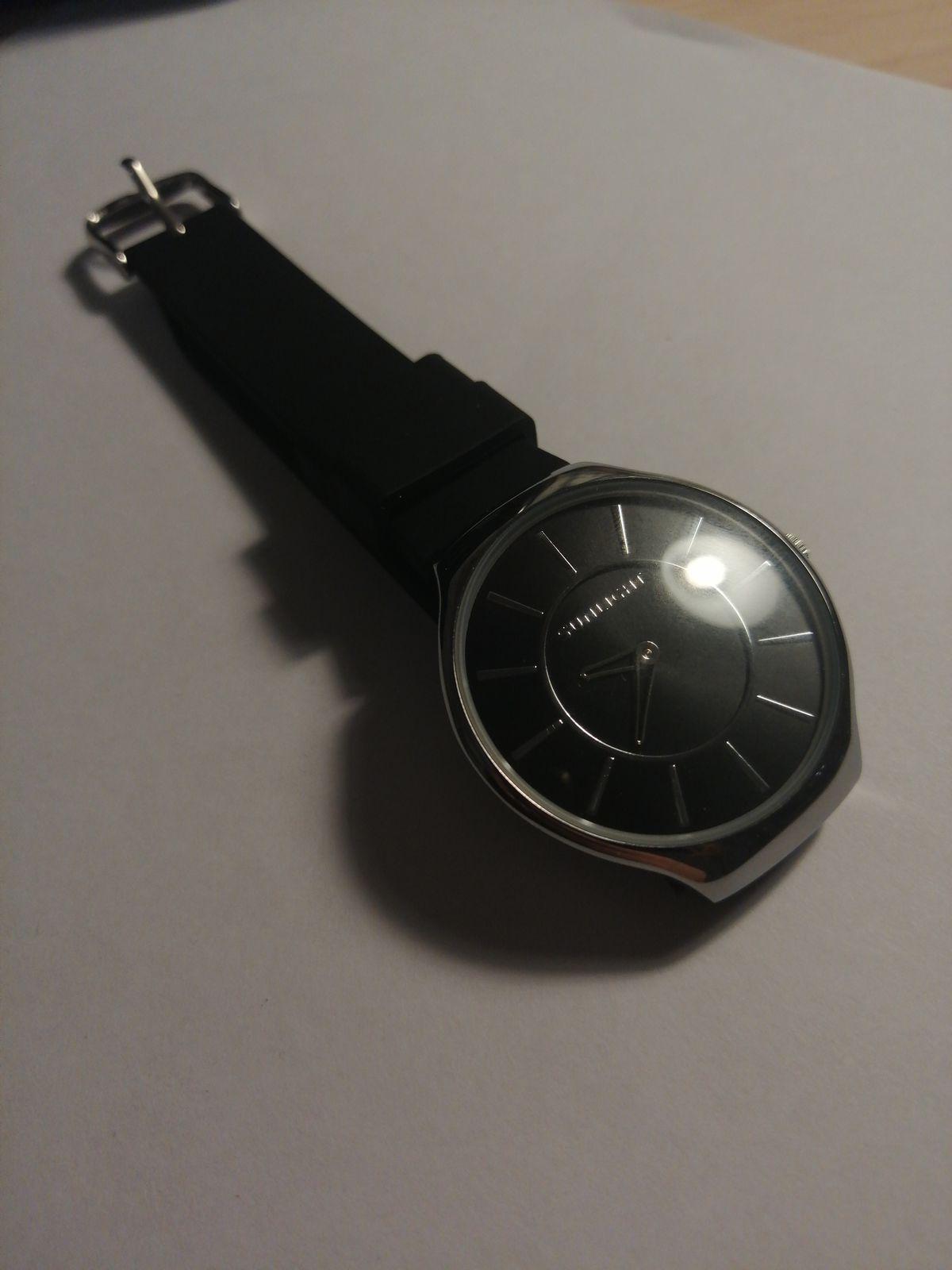 Случайно увидела эти часы и они произвели на меня большое впечатление.