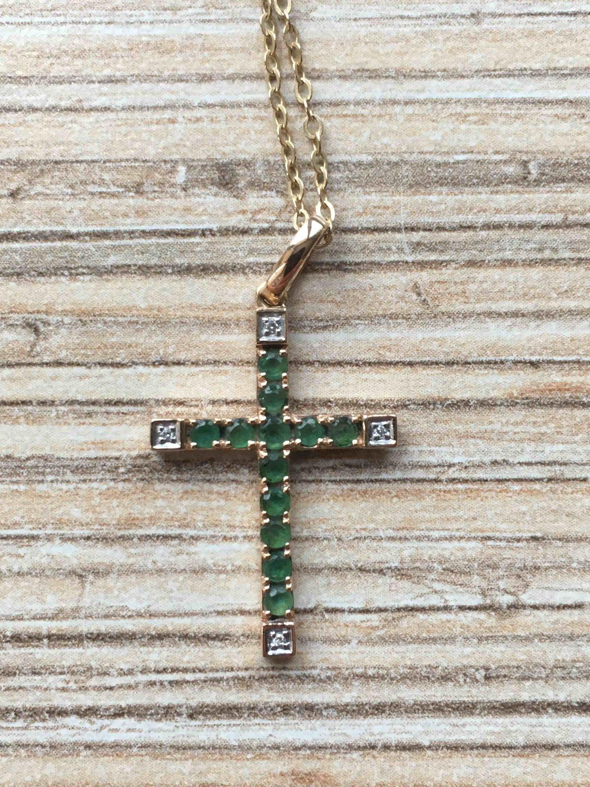 Крестик с изумрудами