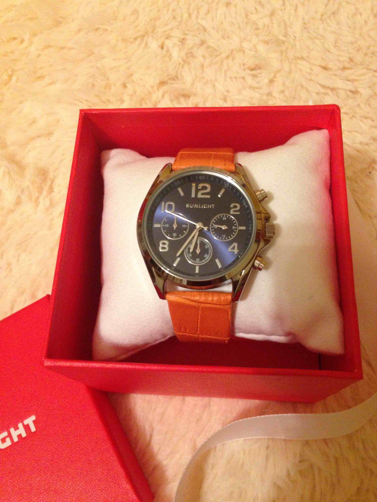 Хорошие, стильные часы