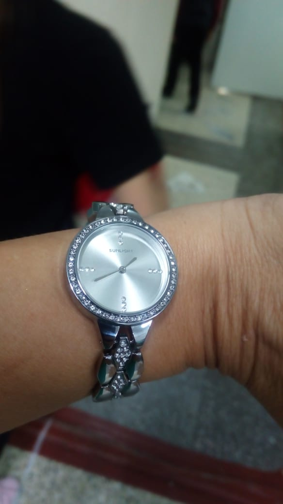 Красивые кварцевые часы