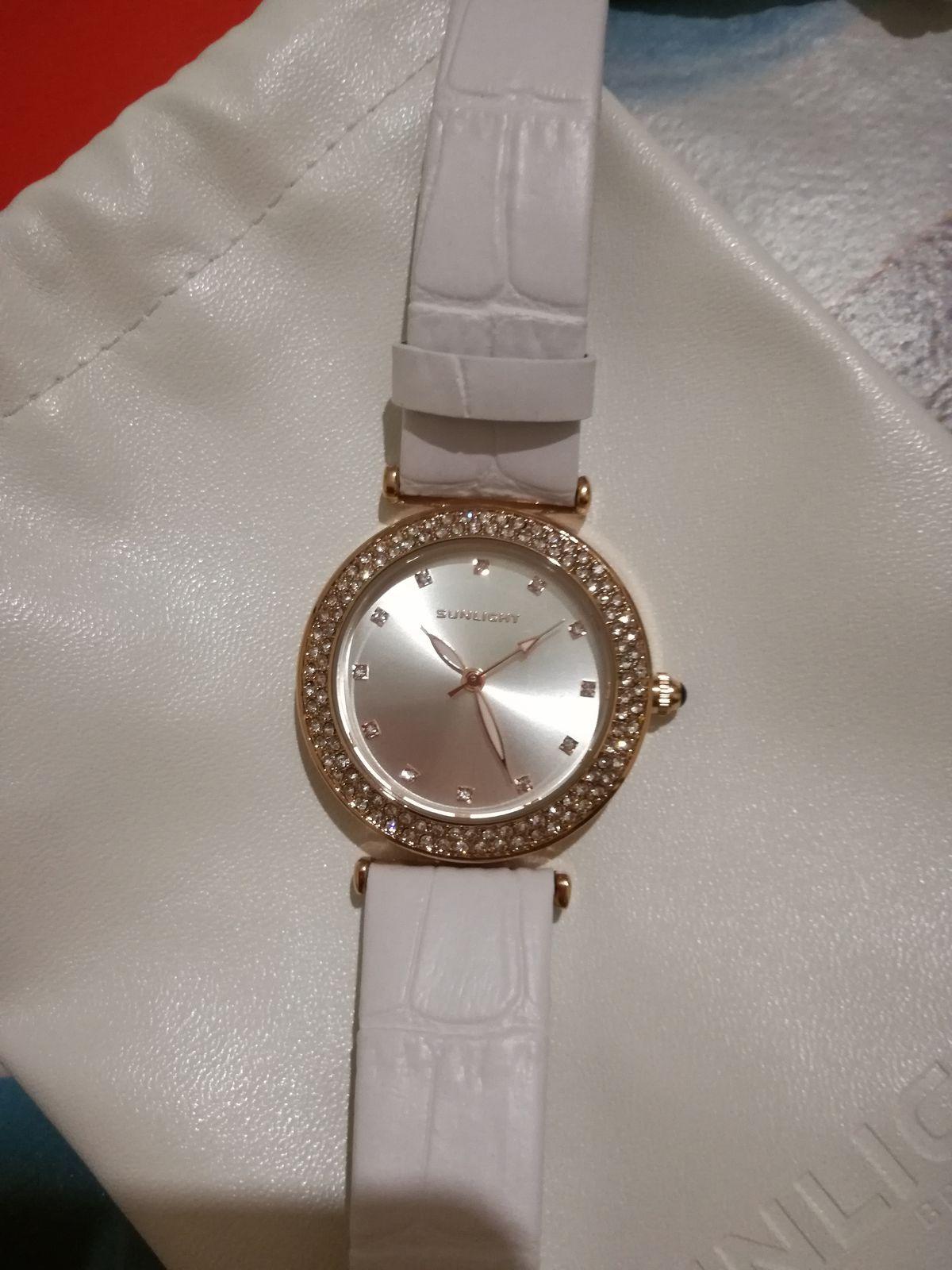 Потрясающе красивые часы)