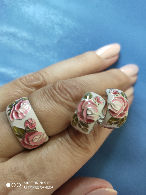 Кольцо с розами