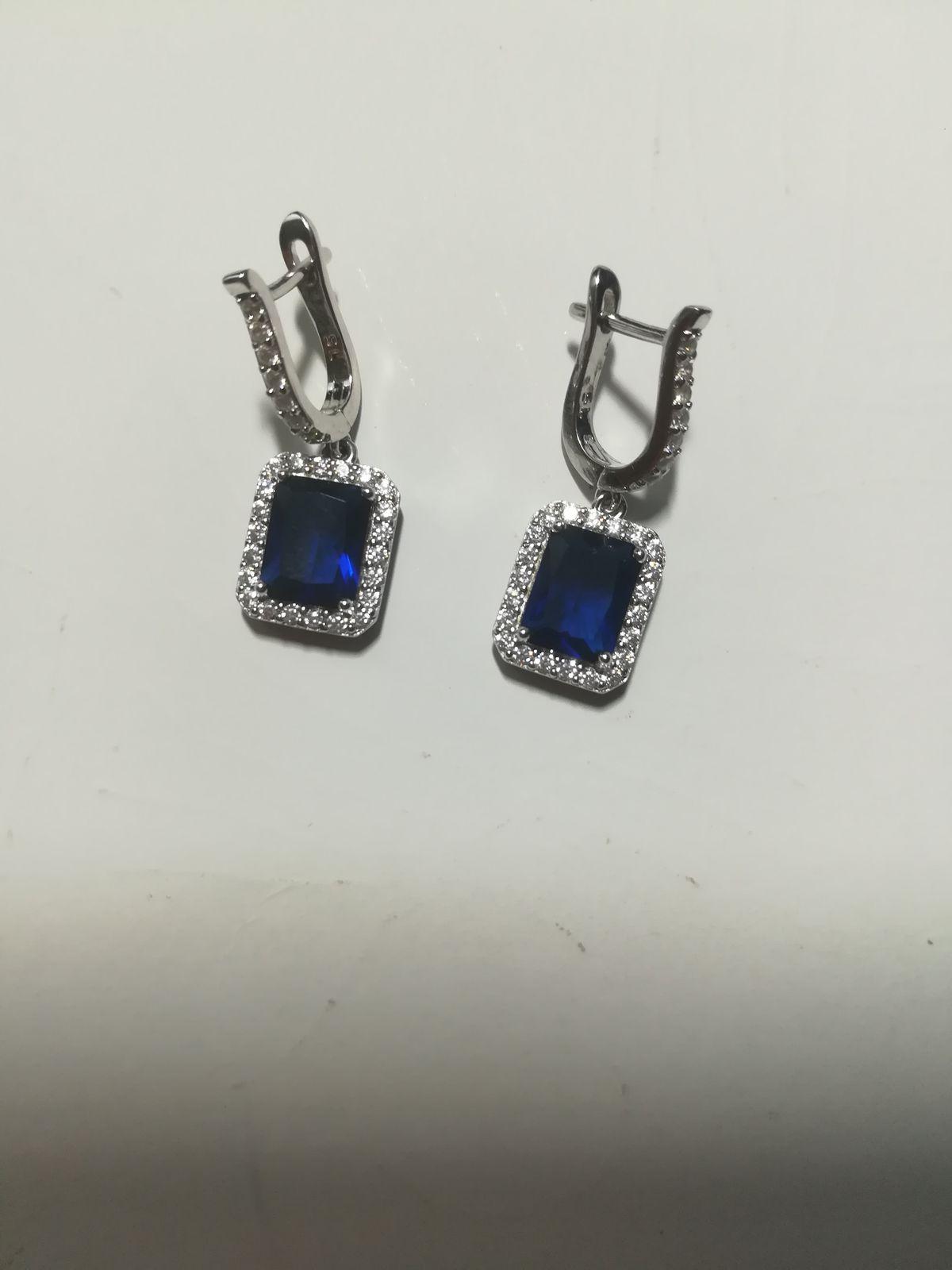 Серебряные серьги с синими фианитами