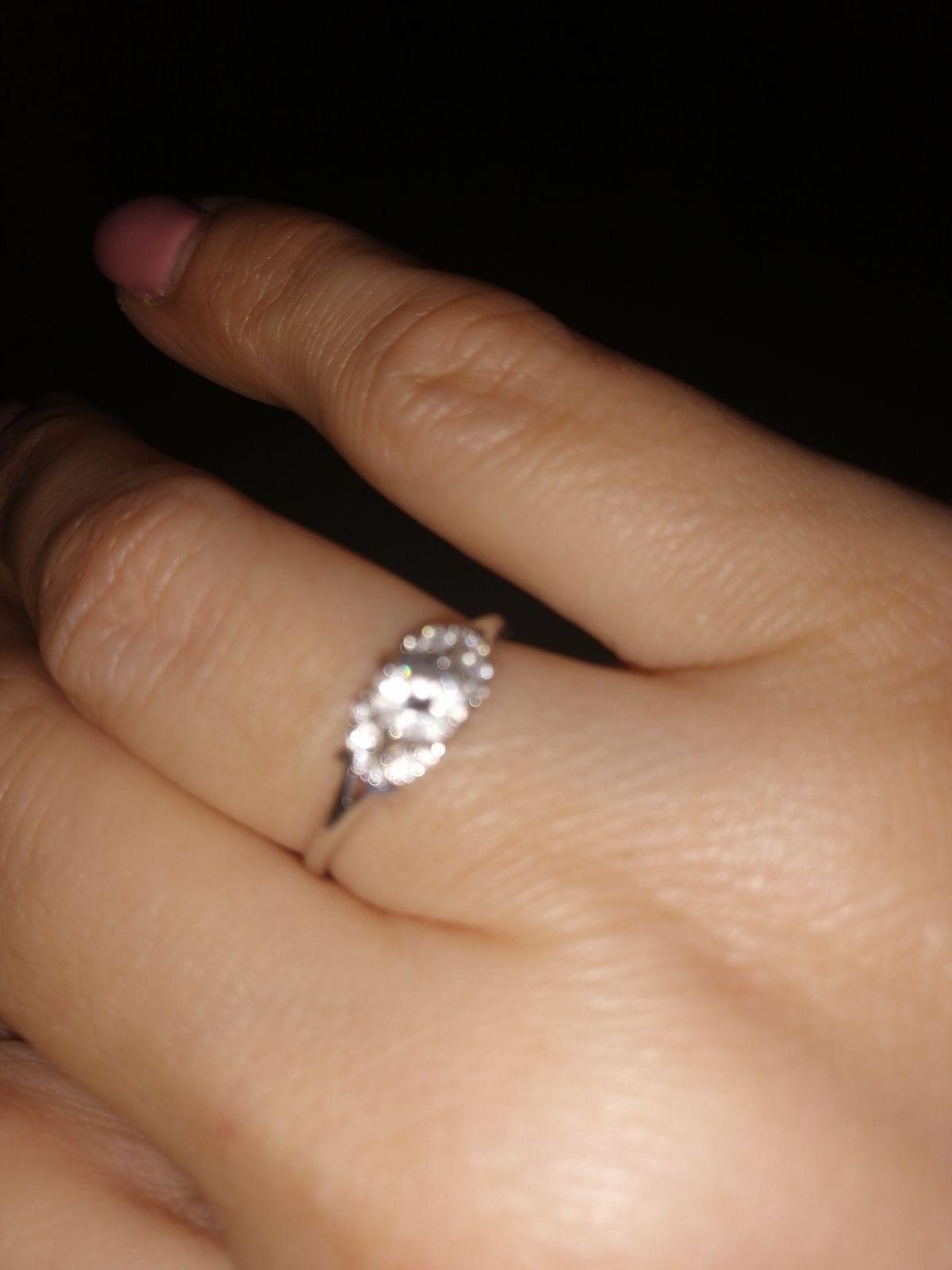 Кольцо из белого золота с фианитами!