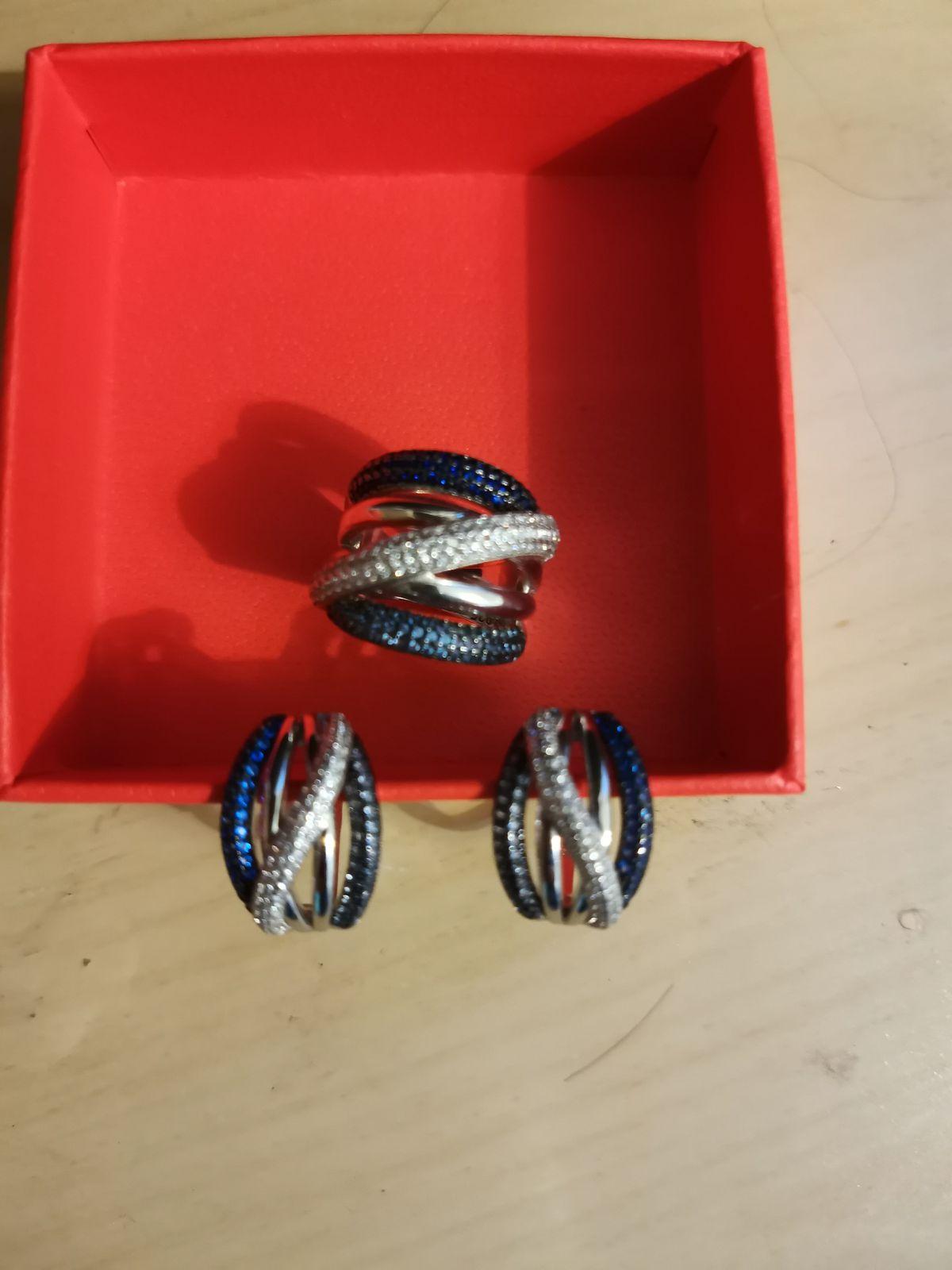 Очень красивые серьги и кольцо.