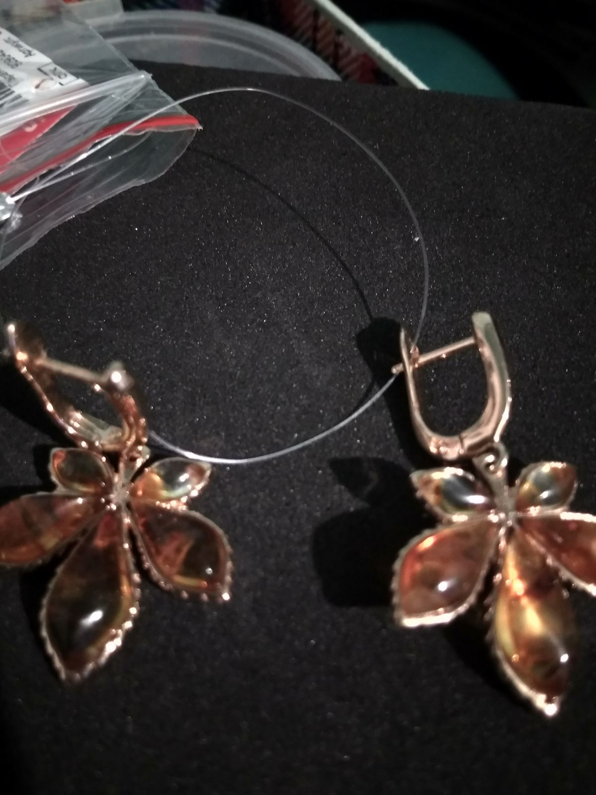 Отзыв на золотые серьги с янтарём