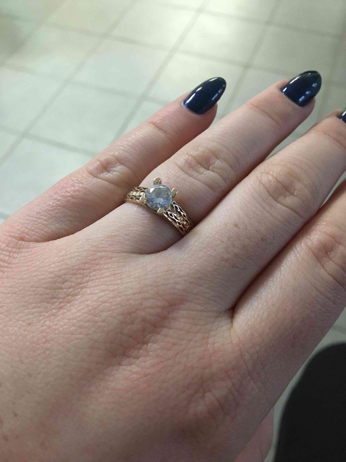 Кольцо женское.