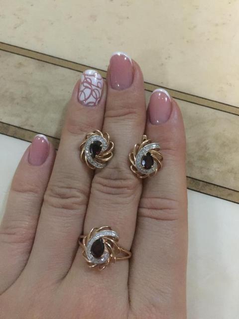 Очень красивое кольцо. Рекомендую)