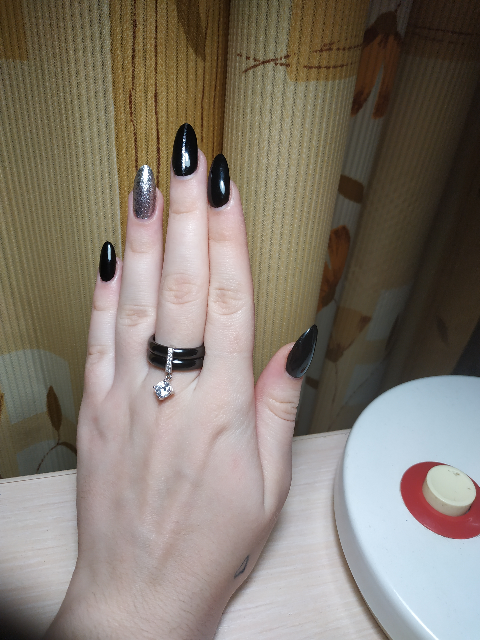 Купила кольцо себе на праздник...