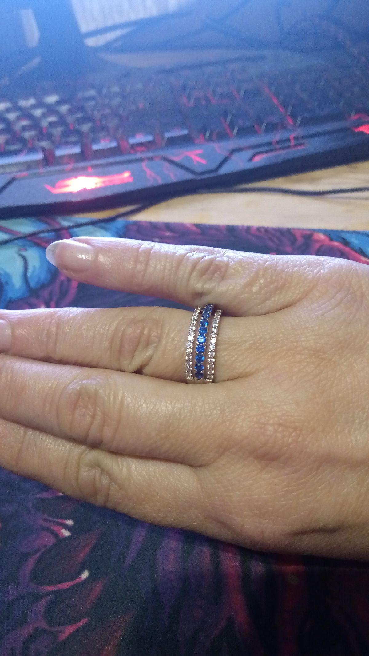 Кольцо серебро с фианитами и шпинелью