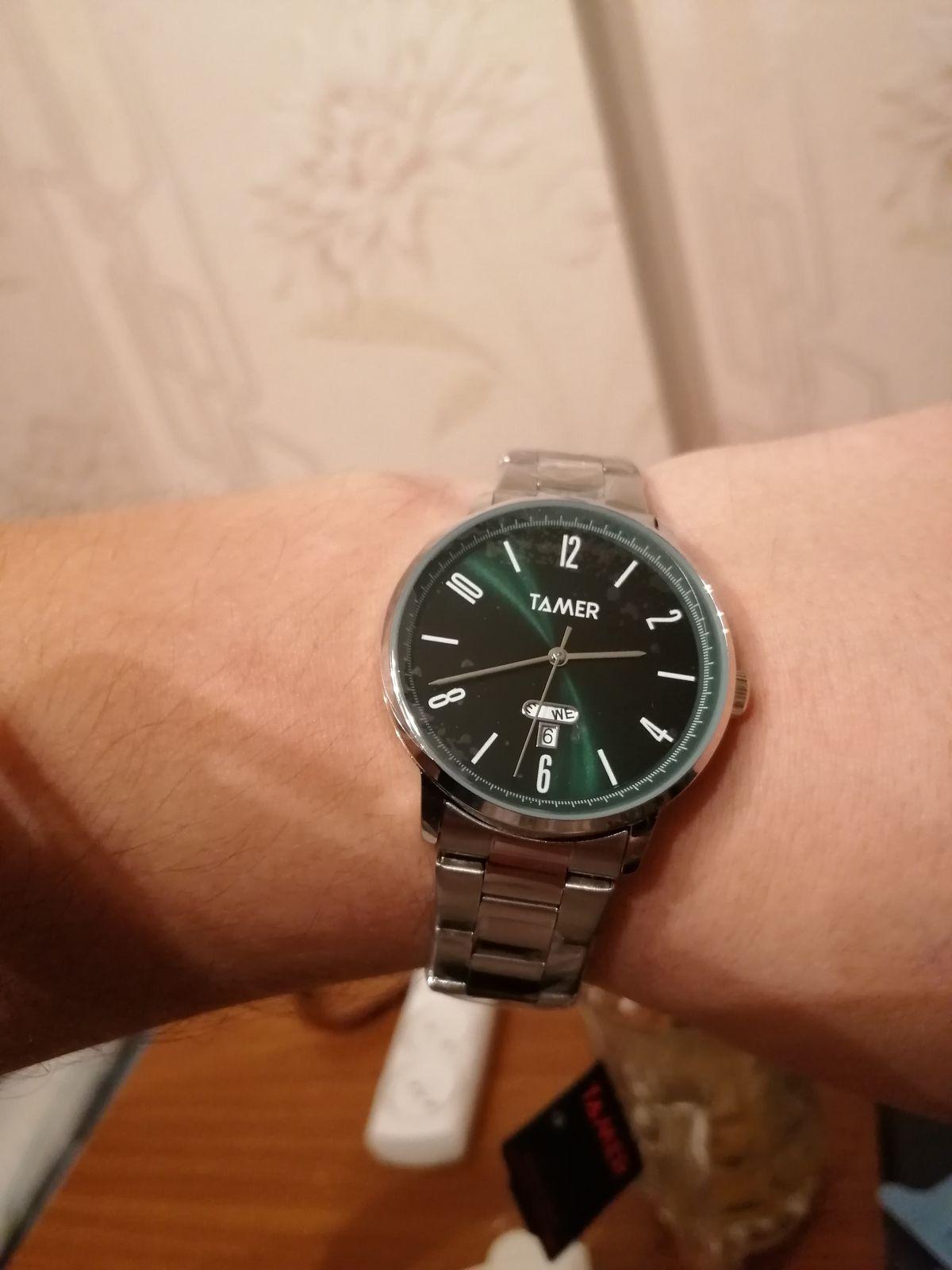 Замечательные часы, спасибо большое продавцу, смотрятся дорого)))