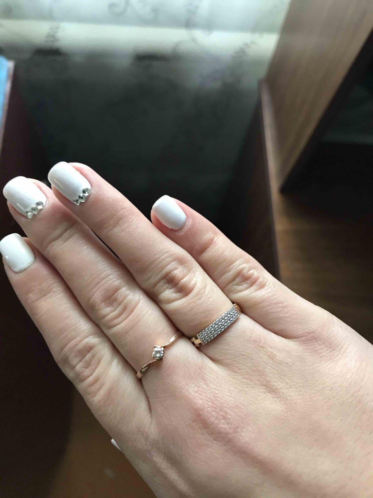 Муж выбрал и купил мне это кольцо на день рождение))очень нежно смотрится))