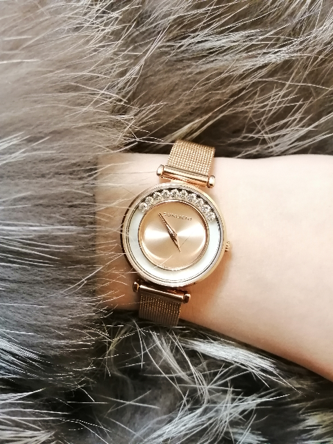 Часы очень красивые и женственные! На руке смотрятся аккуратно.