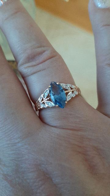 Шикарное кольцо из коллекции Топаз