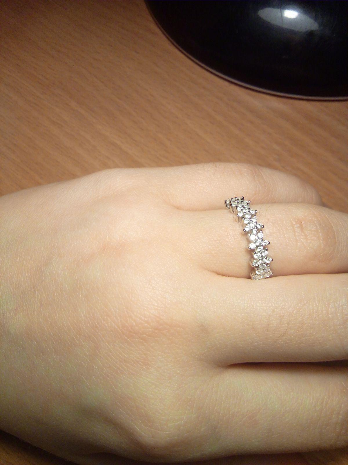 Купила кольцо в подарок, так сильно понравилось, что хотела оставить себе.
