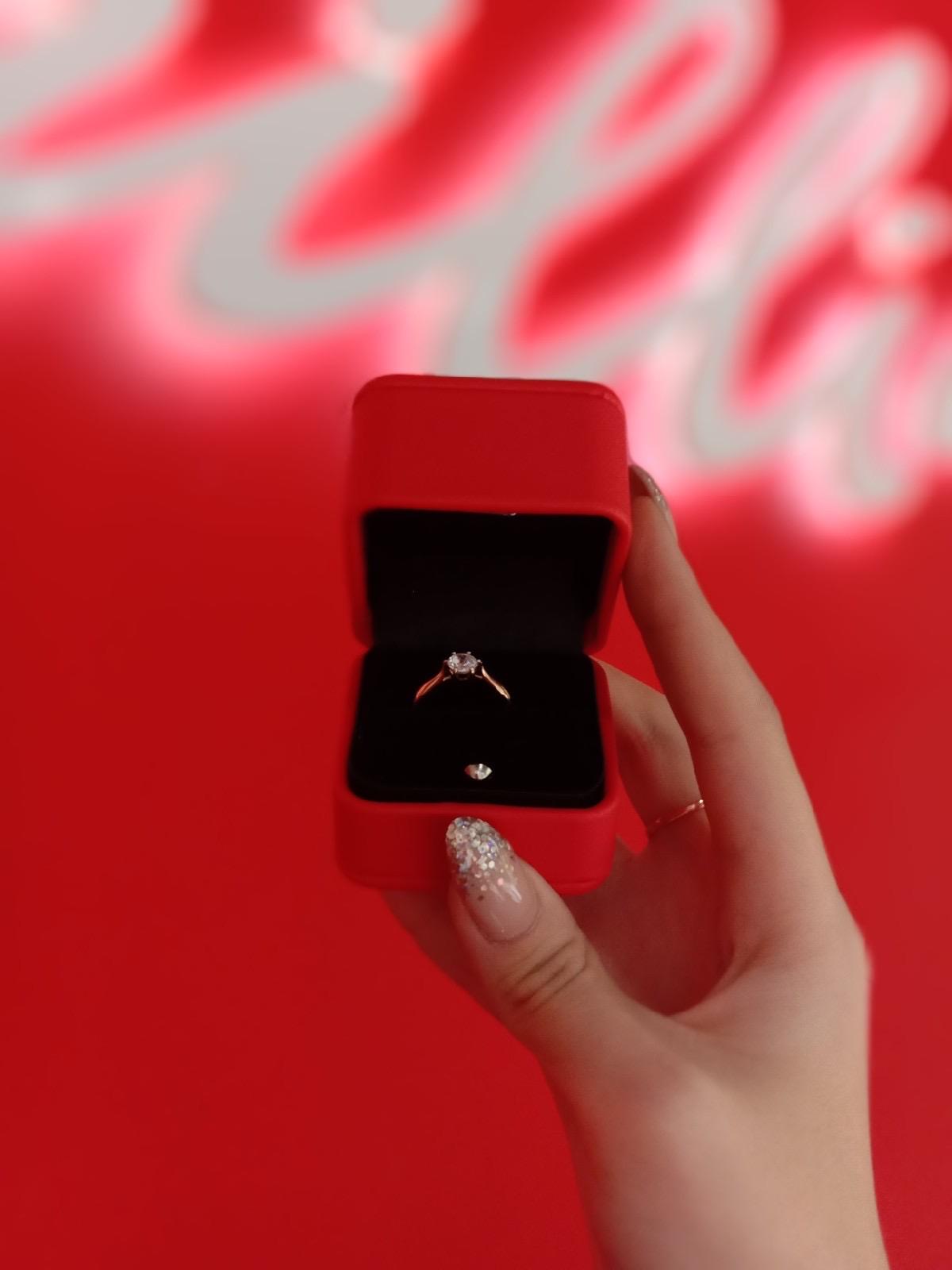 Шикарное кольцо с сваровски