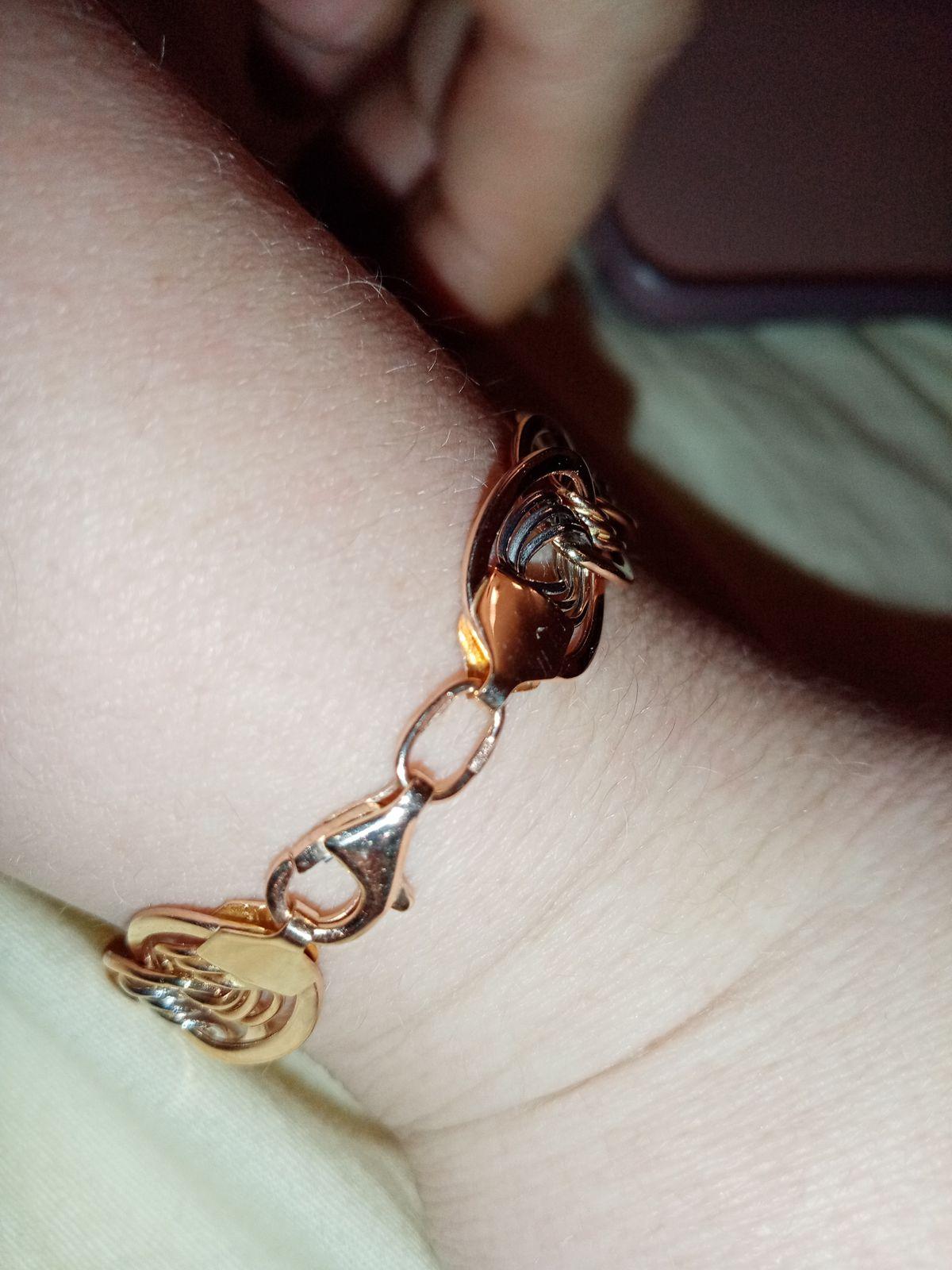 Красивый золотой браслет
