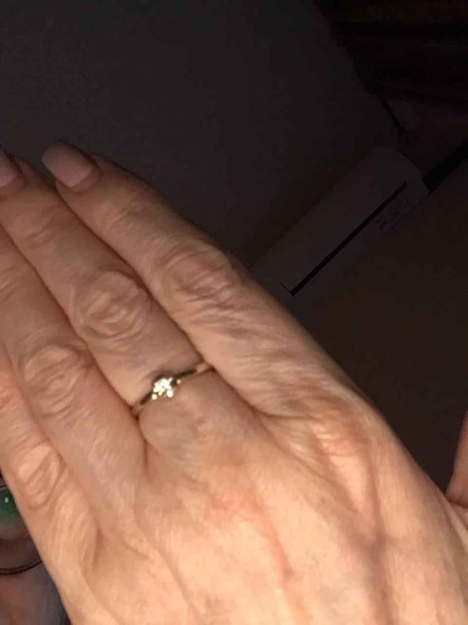 Золотое колечко с бриллиантом