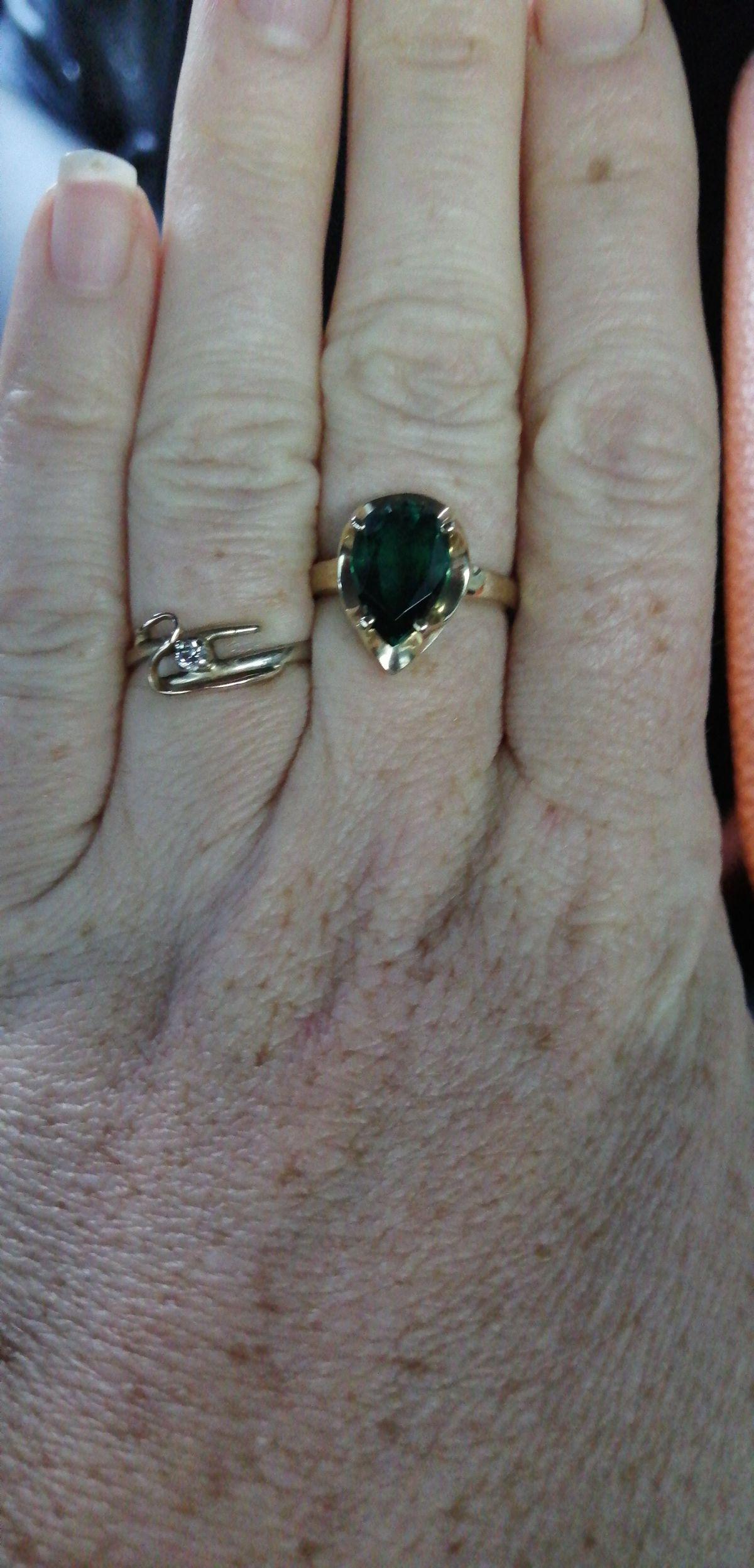 Рекомендую кольцо с изумрудом