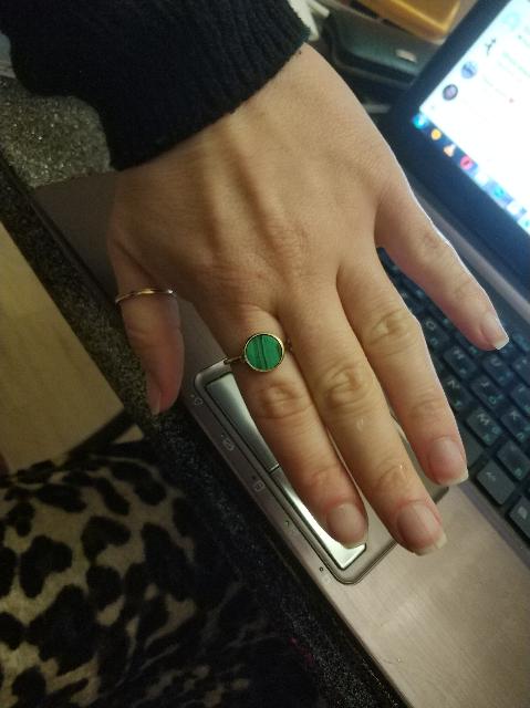 Стильное кольцо с натуральным малахитом