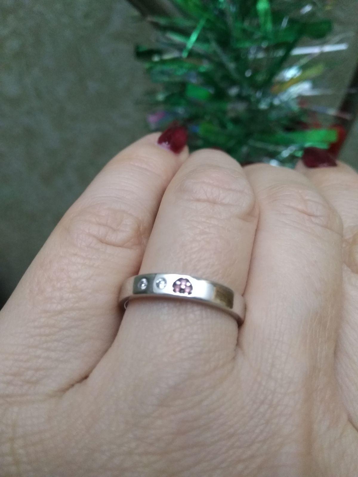 Кольцо простое и очень стильное.