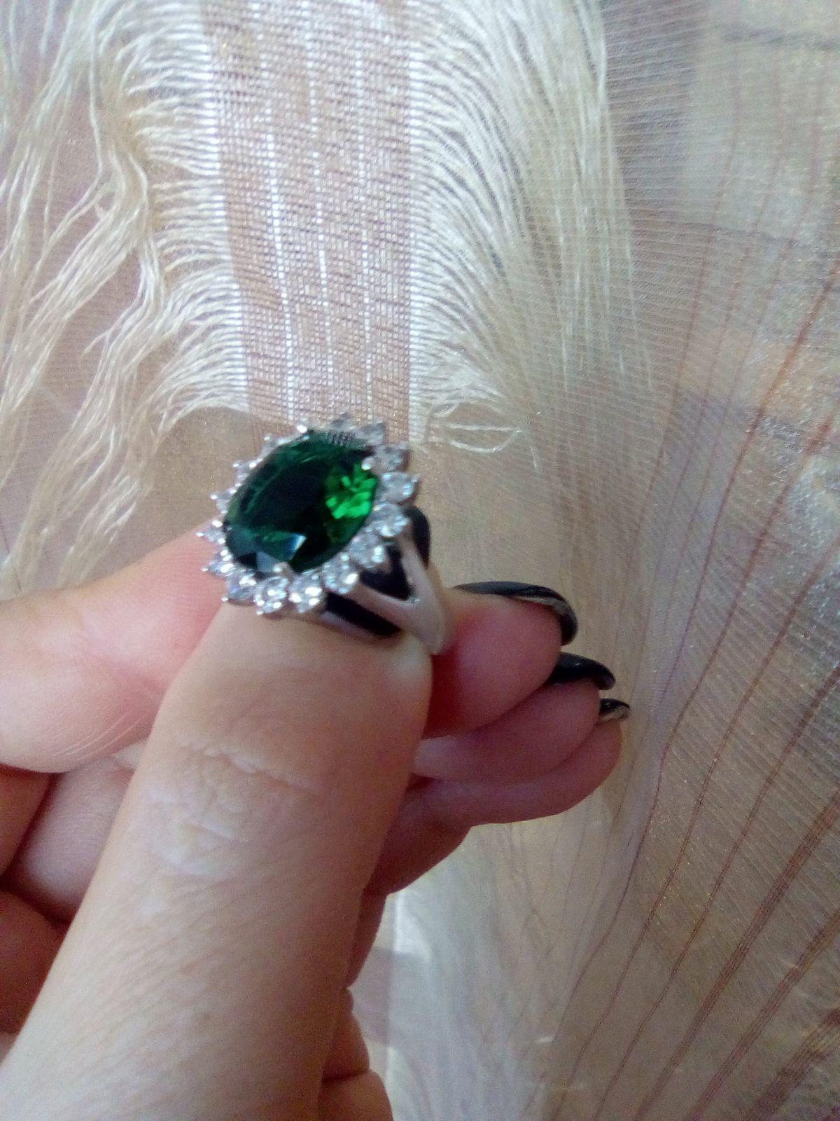 """Серебряное кольцо с """"изумрудом"""""""