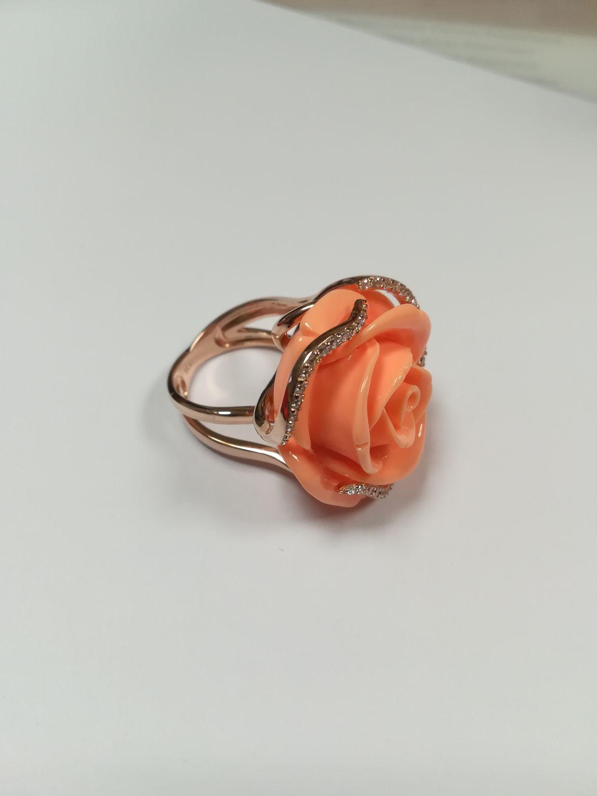 Серебряное кольцо с фианитами и кораллом