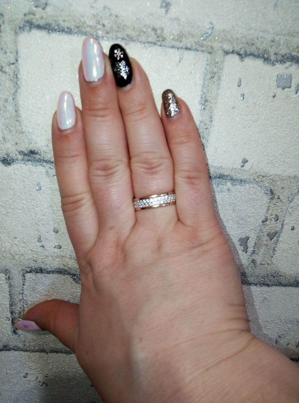 Кольцо, две дорожки из фианитов.