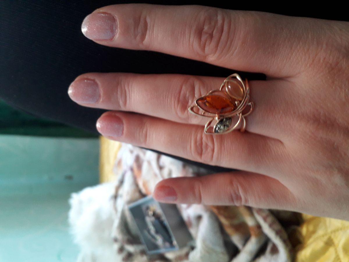 Серебрянное кольцо с янтарём
