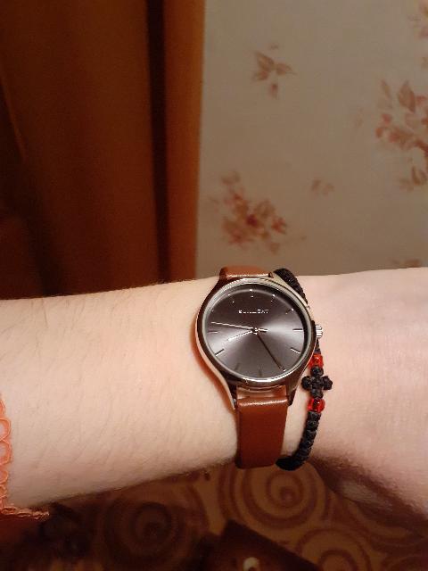 Часы красивые! На витрине смотрятся простенько,но на руке совсем по-другому