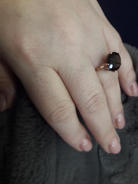 Благородное кольцо, очень довольна покупкой. И в пир и в мир!