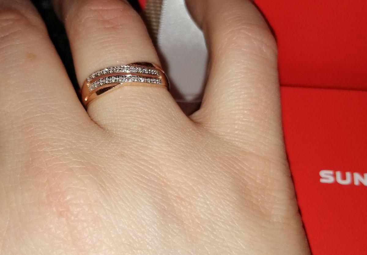 Золотое кольцо с бриллиантами. По акции с 80% скидкой. В подарок подвеска.