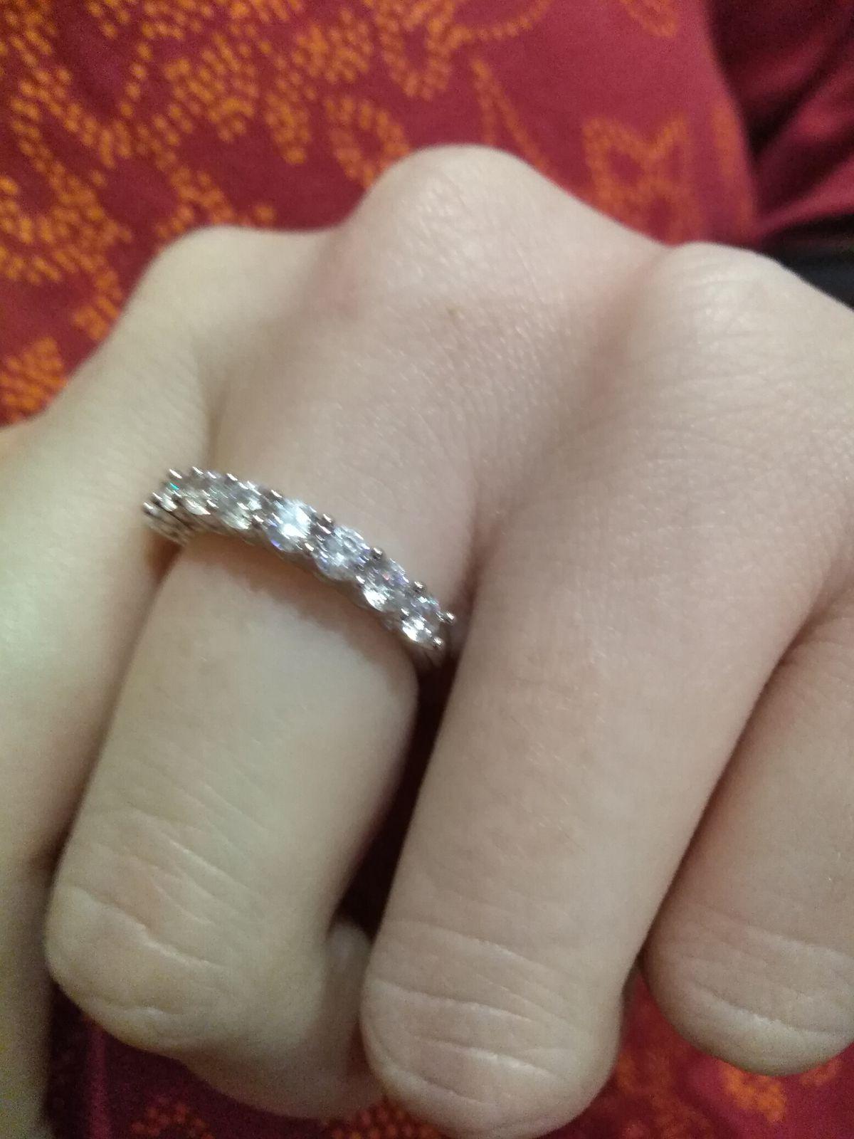 Кольцо серебряное с фианитами.