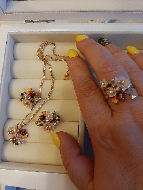 Замечательное кольцо в романтическом стиле