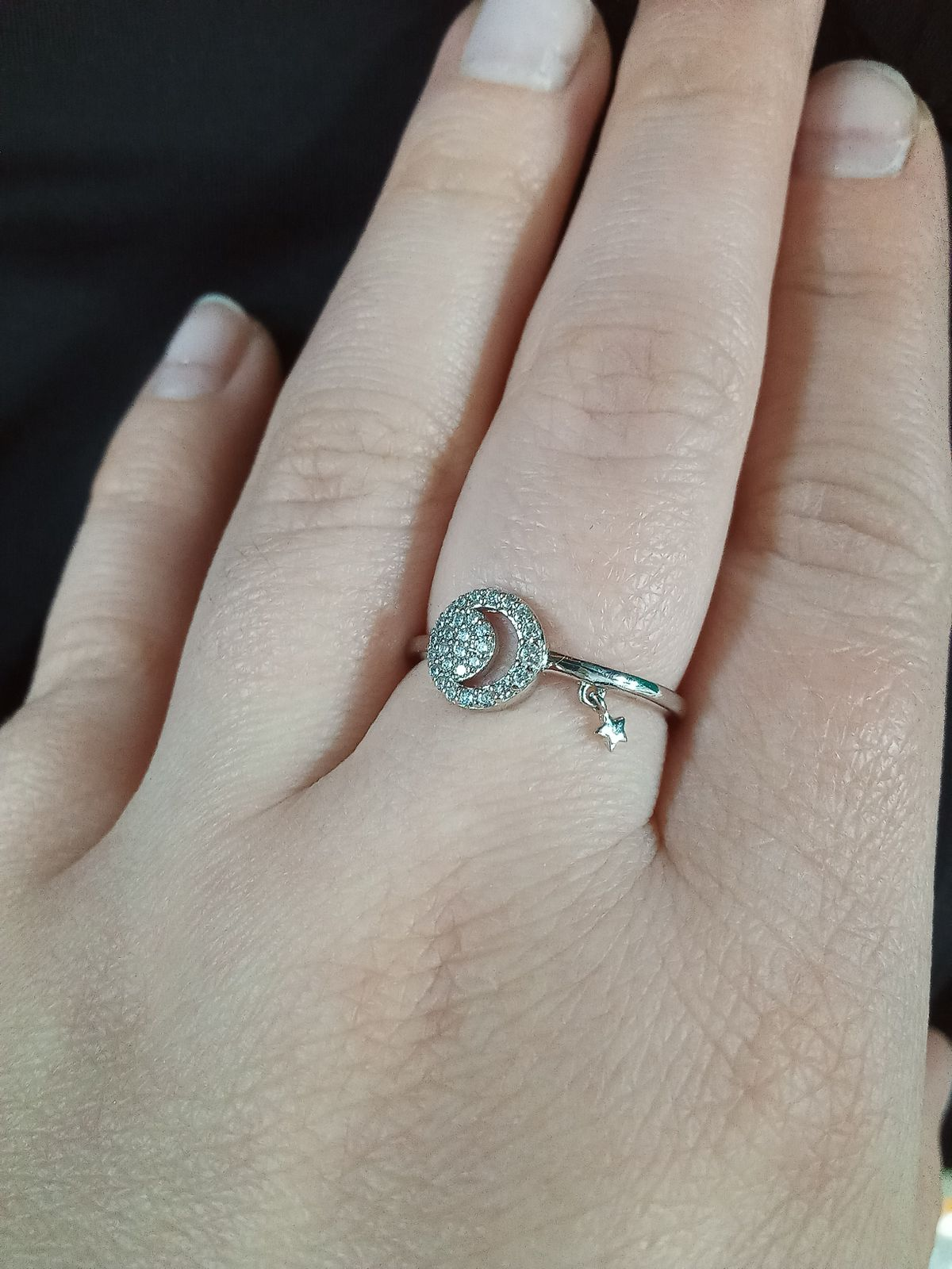 Очень милое кольцо , смотрится необычно