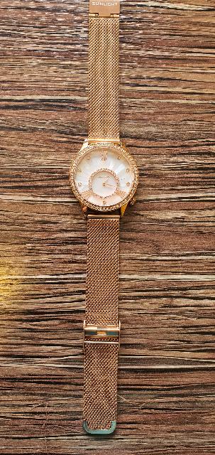 Часы под золото с перламутровым циферблатом