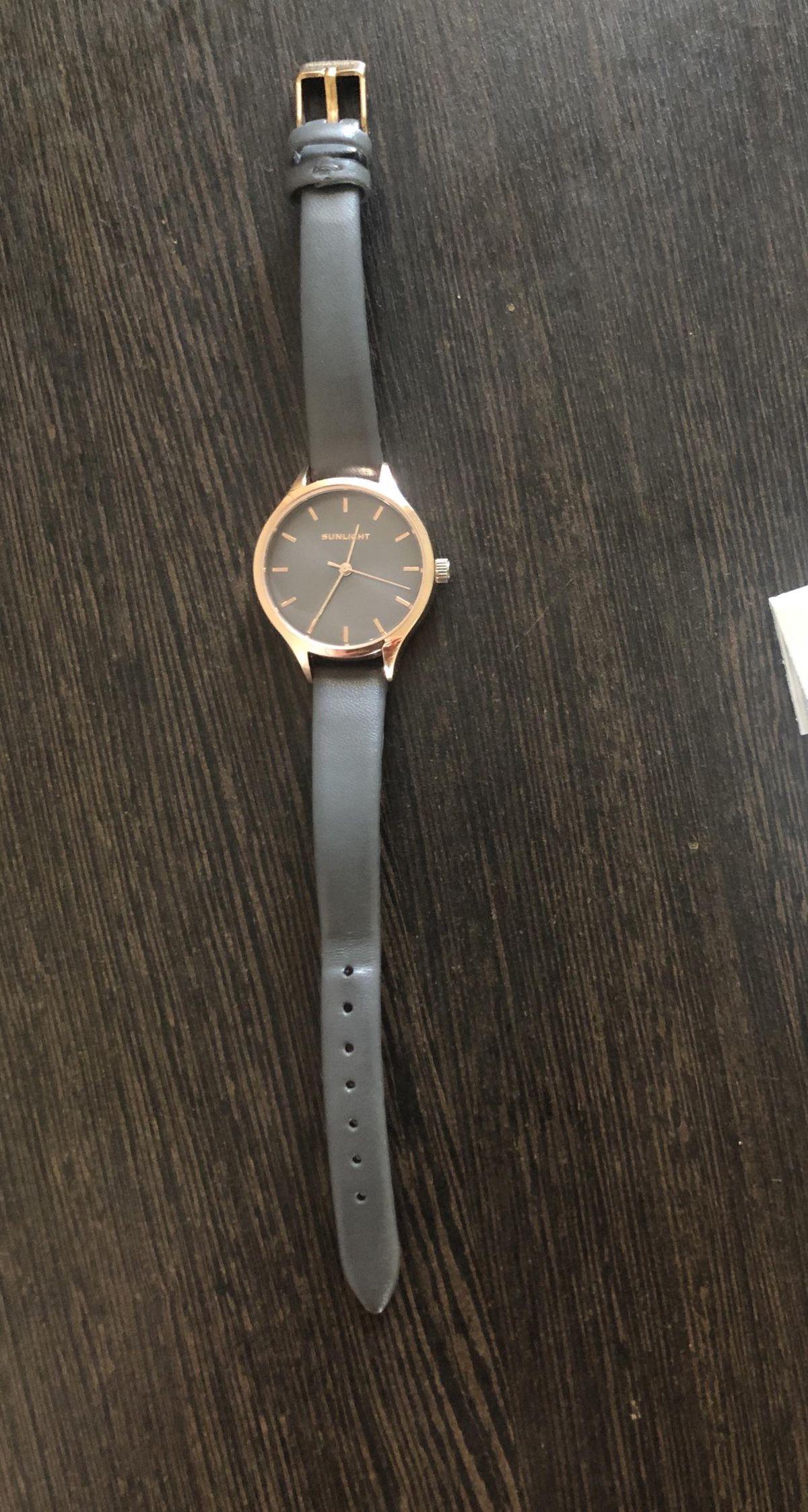 Девочки, часы очень классные ношу почти год, смотрятся, как новые!