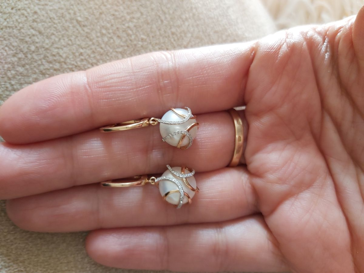 Серьги с жемчугом и бриллиантами просто великолепные.