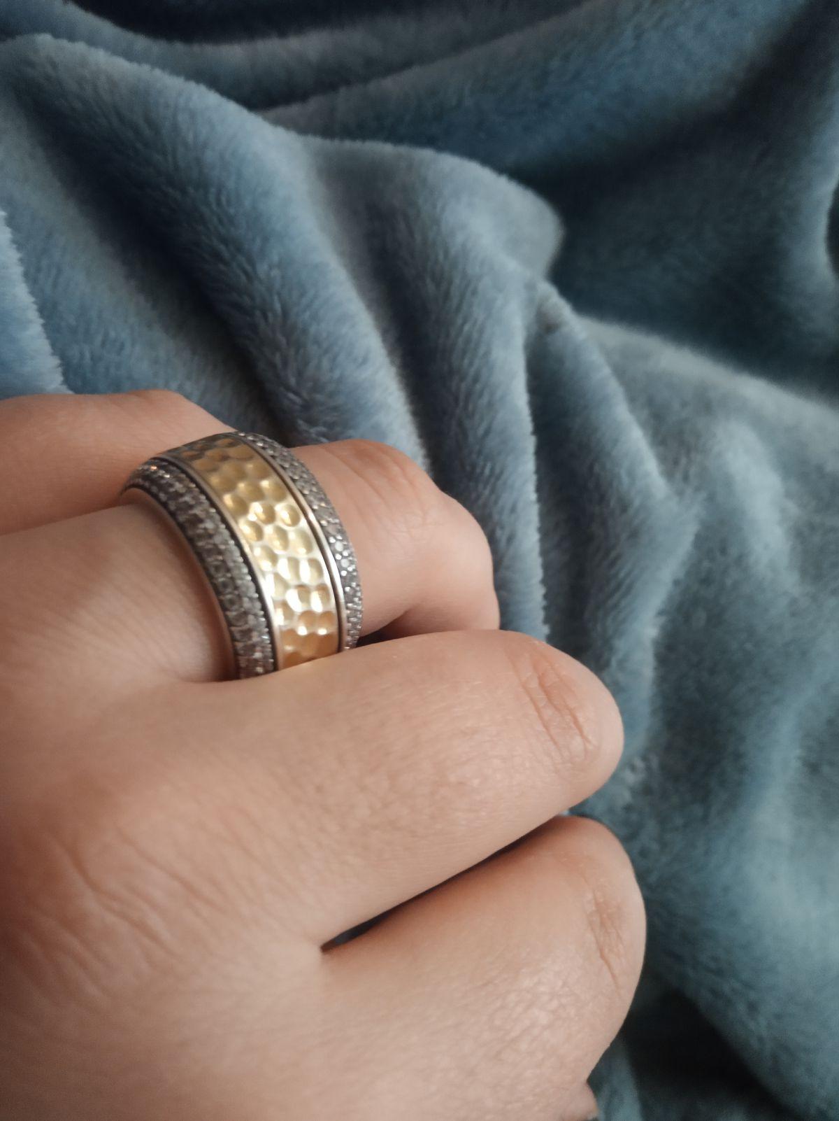 Достаточно одного  кольца чтобы завершить образ , больше ничего не надо ...